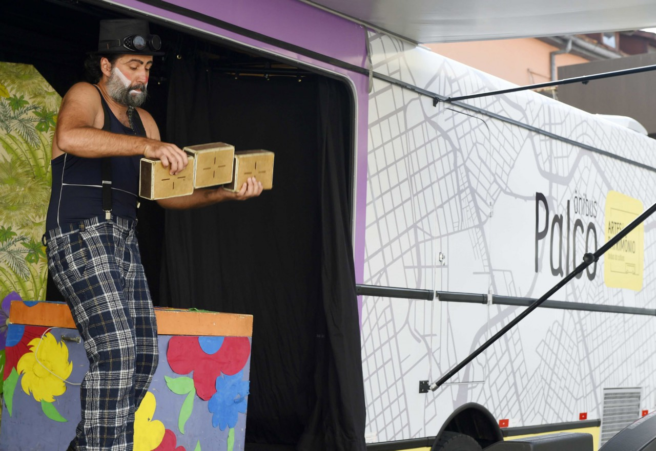 Ônibus Palco leva arte para o Sítio Cercado neste final de semana. Foto: Divulgação.